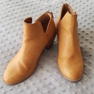 Rocket Dog Tan Ankle Booties Size 6.5